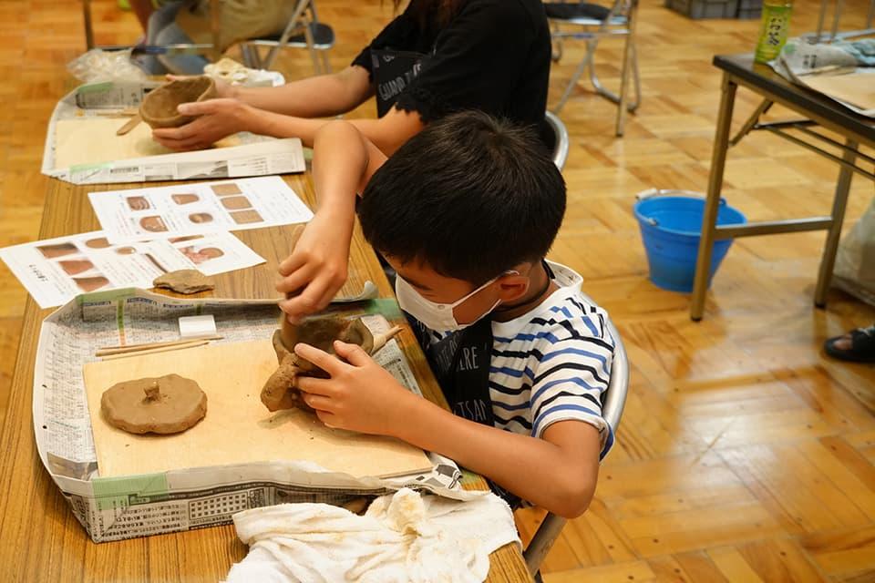 子どもたちの土器作り活動