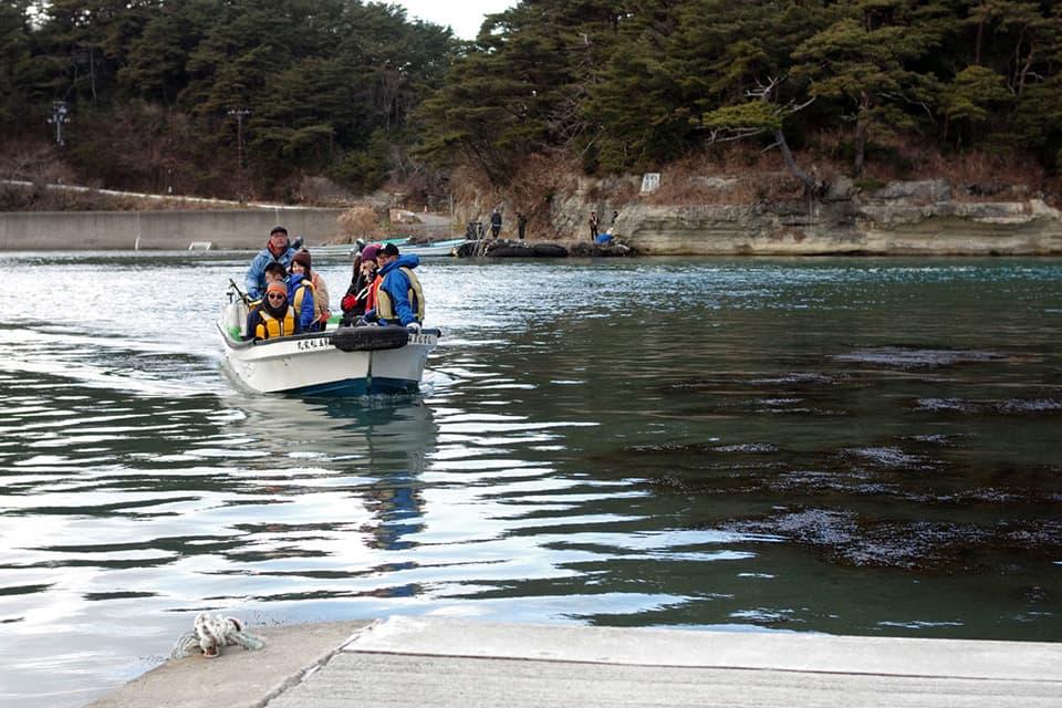 寒風沢島(写真奥)と宮戸島を隔てる鰐ヶ淵水道。両島の距離は近いところで数十メートル。宮戸島側から撮影。